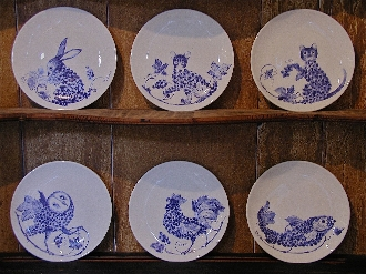 SET OF SIX ANIMAL PLATES
