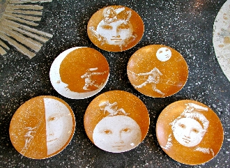 SET OF SIX PULCINELLA AND THE MOON PLATES